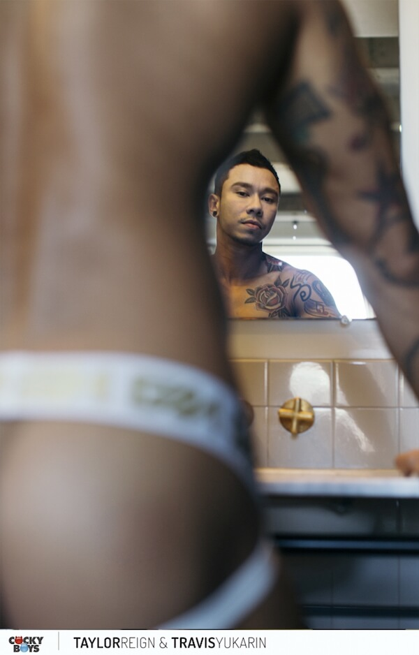 asiatique gay en jockstrap