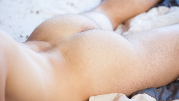 fesses blanches et poilues d'hétéro